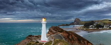 キャッスル ポイント灯台、日の出、ワイララパ ニュージーランド