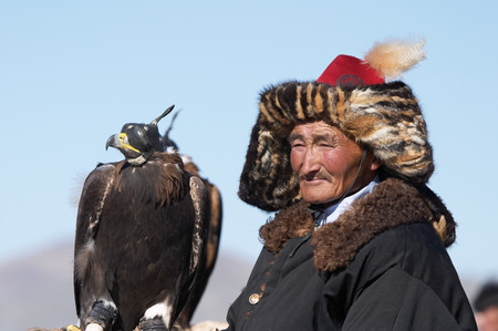 nomadism: Old-man eaglehunter berkutchi with golden eagle, Mongolia