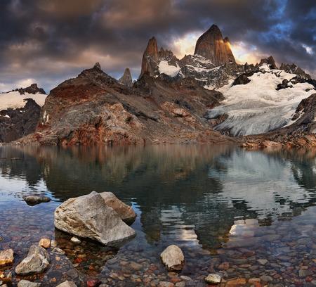tres: Laguna de Los Tres and mount Fitz Roy at sunrise, Patagonia, Argentina Stock Photo