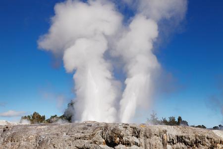 Pohutu Geyser, Whakarewarewa Thermal Valley, Rotorua, New Zealand Фото со стока - 76798550