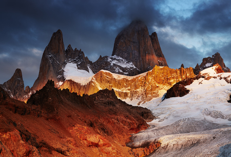 Mount Fitz Roy at sunrise, Patagonia, Argentina Фото со стока - 96047202