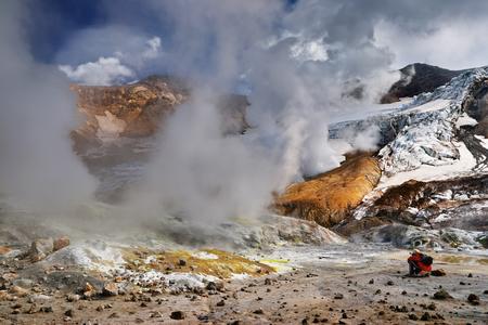 Inside active volcanic crater, Mutnovsky Volcano, Kamchatka, Russia 免版税图像