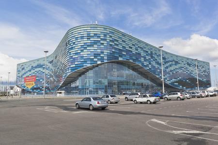"""deportes olimpicos: Palacio de los deportes de invierno """"Iceberg"""" en el parque ol�mpico de Sochi, Adler, regi�n de Krasnodar, Rusia Editorial"""