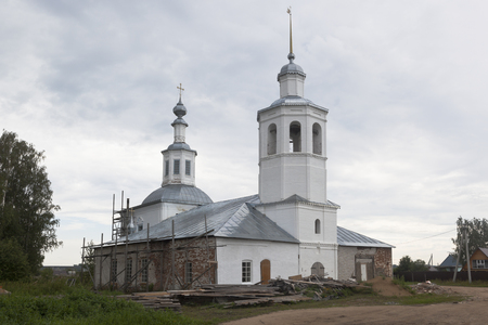 street creed: Restoration of the Trinity Life-Giving Church in Vondokurye village, Kotlas district, Arkhangelsk region, Russia Stock Photo