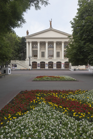 Sevastopol, Crimea, Russia - July 24, 2019: Building of the Russian Academic Drama Theater named after Lunacharsky in the city of Sevastopol, Crimea Banque d'images - 132419658