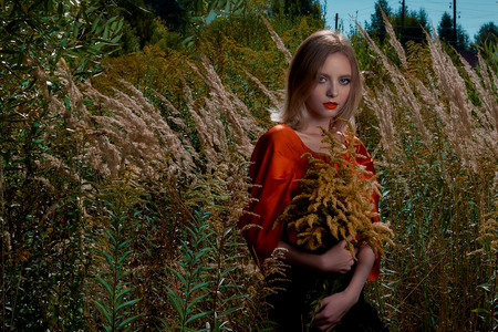 girl in a red blouse stands in the field 写真素材 - 117282163