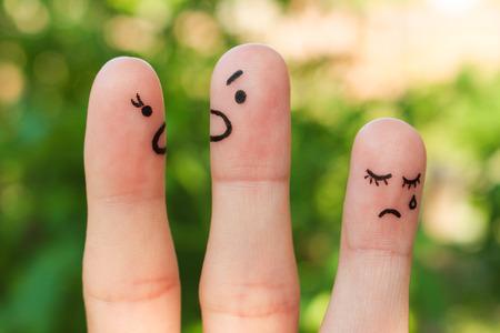 violencia: Finger arte de la familia durante la pelea. El concepto de los padres pelea, hijo estaba molesto. Foto de archivo