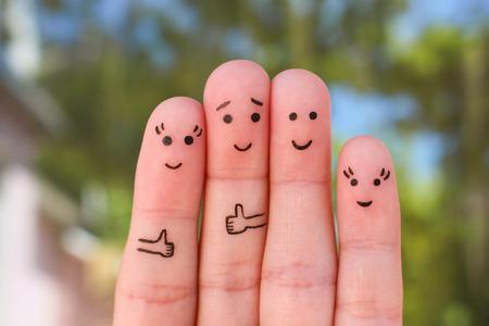 가족의 손가락 예술. 휴가에 사람들의 그룹의 개념입니다. 스톡 콘텐츠 - 81429086