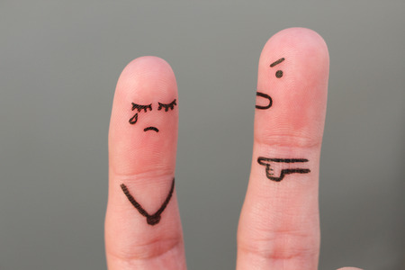 Fingers art of family during quarrel. Concept of husband shouts on wife 免版税图像 - 91515989