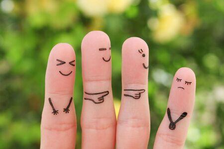 Arte de los dedos de las personas. Concepto de niños intimidando a su compañero de clase. Foto de archivo
