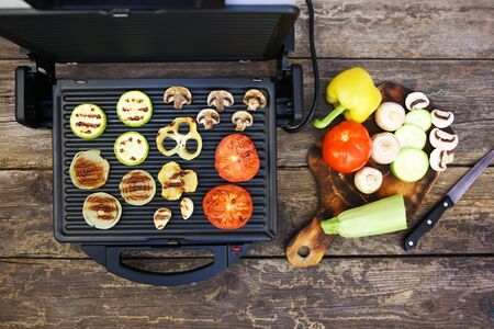 Grilled sausage and vegetables on the electric grill. Top view. Flat lay. Banco de Imagens - 133020341