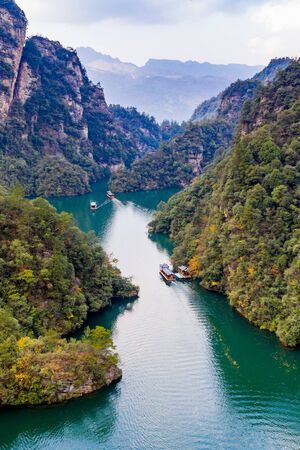 Amazing scenery of BaoFeng lake and mountain in ZhangJiaJie 스톡 콘텐츠