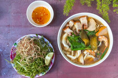 Yummy Vietnam traditional roasted pork and seafood noodle soup Banco de Imagens
