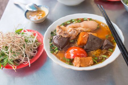 Popular Vietnamese street food crab noodle dish, bun rieu Banco de Imagens