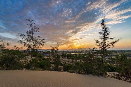 Scenery of sand dune with amazing sunset background 版權商用圖片