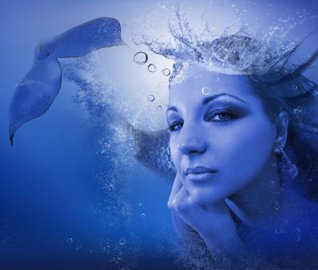 물 미스 - 물 왕관과 함께 아름다운 인어. 스톡 콘텐츠