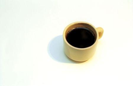 Une tasse de caf� noir sur fond blanc Banque d'images
