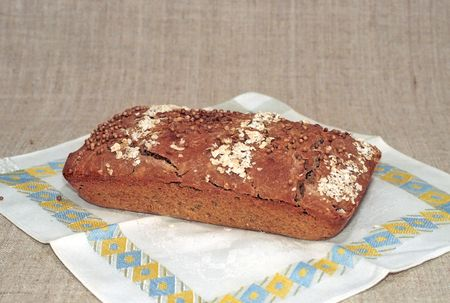 dishcloth: A loaf of rye bread on dish-cloth