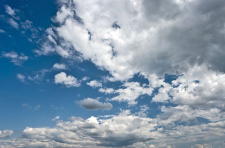 gleams: Picturesque dramatic sky with white cumulus clouds