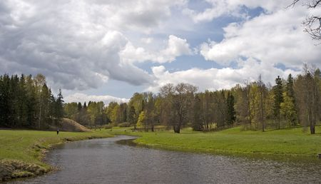 Cloudy spring weather in the park Imagens