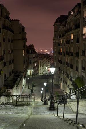 montmartre: Vue de Paris de Montmartre escalier nuit