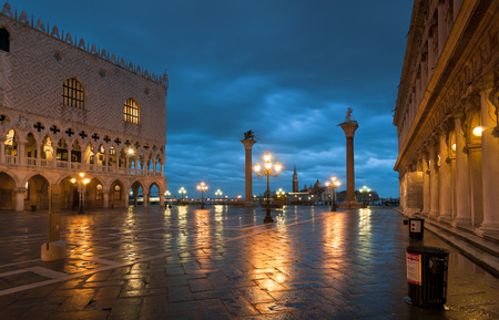 theodor: Piazza San Marco at night in winter with Palazzo Ducale, S Theodor and S Marco columns  Stock Photo