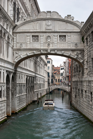 doges  palace: Bridge of Sighs  Ponte dei Sospiri  between Doges Palace  and Prison  in winter Venice Stock Photo