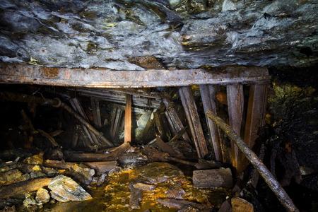 derrumbe: Colapsar en una mina abandonada, Abjasia, Georgia