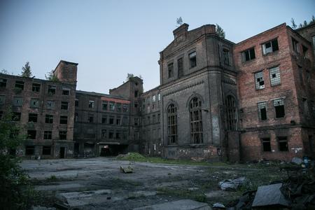 """Triángulo rojo abandonado de la fábrica, St Petersburg, Rusia. Ubicación de la filmación """"Stalingrad"""""""
