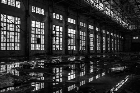 Black and white photo of abandoned excavator plant in Voronezh Imagens