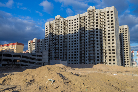 storey: Construction of new multi-storey houses in the wasteland, Voronezh, Russia Stock Photo