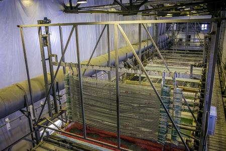Aluminium delen na het beitsen in tanks met etszuur om de oxidebekleding te verwijderen
