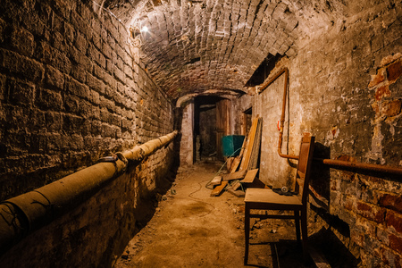 Underground vaulted cellar of red brick under old mansion. Stockfoto