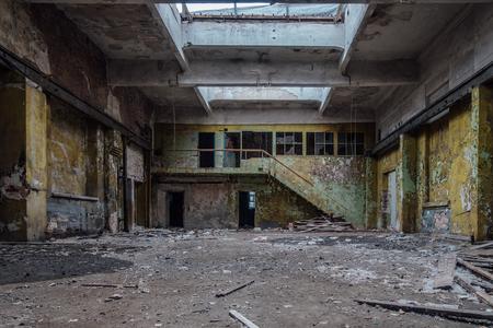 Intérieur de bâtiment industriel abandonné. Banque d'images
