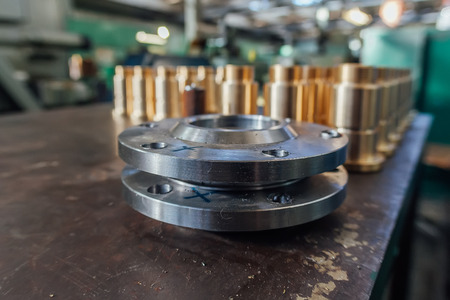 Steel flanges for industrial plumbing, selective focus Stockfoto