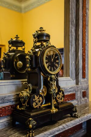 Old antique vintage classic clock in mansion. Stockfoto