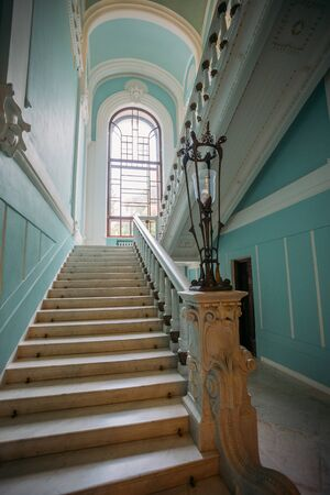 Old elegant stylish staircase in beautiful mansion. Stok Fotoğraf - 130126836