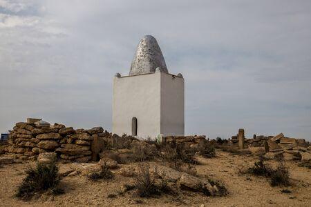 Muslim shrine at necropolis in the Kazakhstan desert, city of the dead Stok Fotoğraf - 130126986