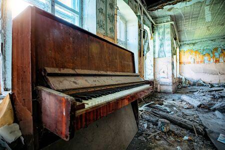 Old broken piano in ruined abandoned building. Stok Fotoğraf