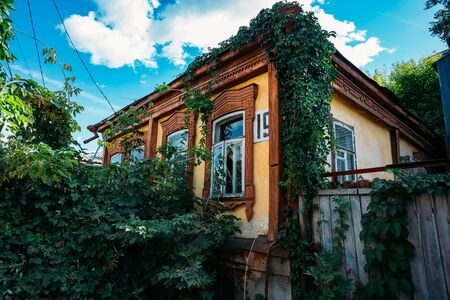 Old Russian house with wooden carved window frames. Stok Fotoğraf - 130126818