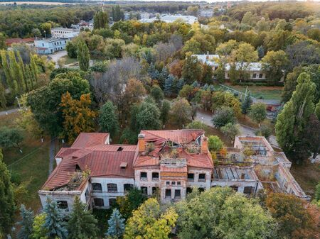 Ruined overgrown Mental hospital in Orlovka, Voronezh region, green post-apocalyptic concept. Archivio Fotografico