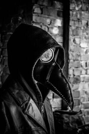 Terrible médecin de la peste, noir et blanc. Maniaque masqué. Concept d'Halloween et d'horreur