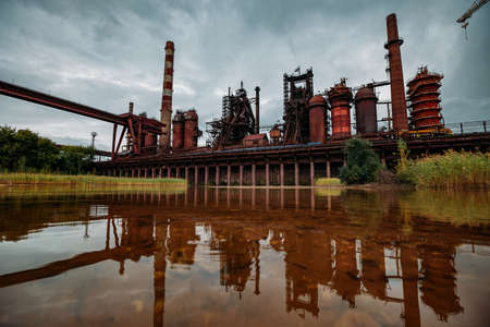 Blast furnace equipment of the metallurgical plant, water reflection. Zdjęcie Seryjne
