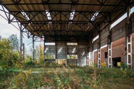 Abandoned ruined large industrial hall with garbage waiting for demolition. Zdjęcie Seryjne