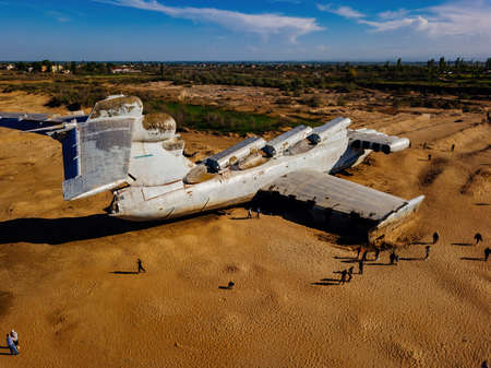 Abandoned Soviet Lun-class ekranoplan on the coast of the Caspian Sea. 免版税图像
