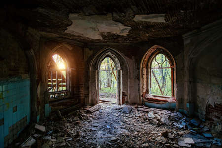 Inside old ruined abandoned historical mansion in Gothic style. 免版税图像