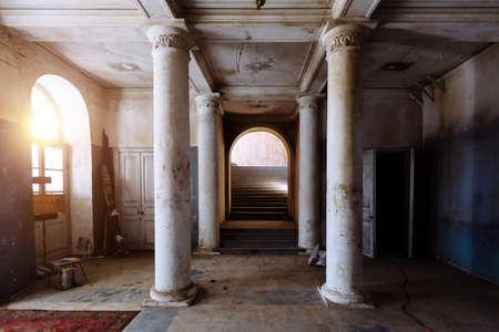 Old abandoned historical mansion, inside view. 免版税图像