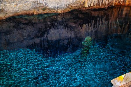 Gorgeous view of the Crystal Caves of Bermuda. Beautiful backgrounds. Imagens