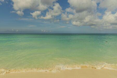 Amazing beauty Caribbean sea beach. Aruba island. Beautiful nature background Banco de Imagens - 132122653