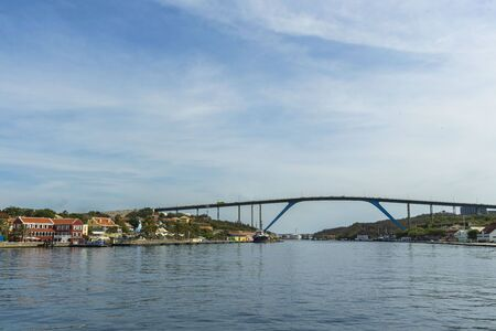 Beautiful view of famous Queen Juliana Bridge. Gorgeous ocean landscape on blue sky background. Willemstad. Curacao. 스톡 콘텐츠